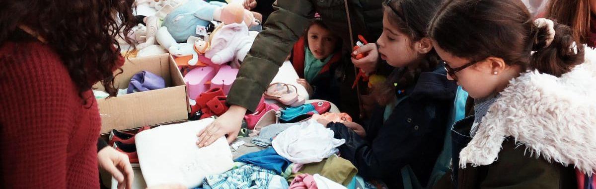 Èxit del mercat de segona mà de joguines i roba